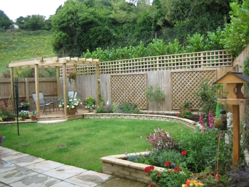 http://www.newleaflandscapes.co.uk/images/gallery_images/garden_design_3.jpg